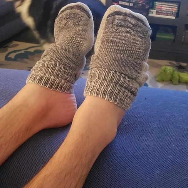 20. Moj dečko uvijek nosi čarape na pola stopala...