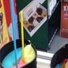 Nećete moći vjerovati kad vidite kako se poslužuje sladoled u ovoj slastičarnici