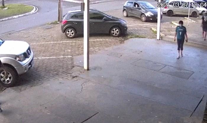 Ovo je jedan od gorih vozača koje ste vidjeli, kako li je samo dobio vozačku?!
