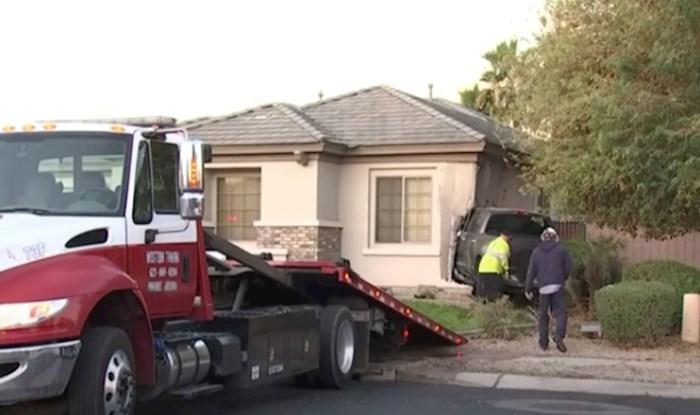 """VIDEO 6-godišnjak je """"posudio"""" očev kamionet i zabio se u kuću"""