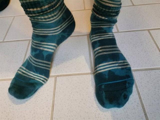 3. Čarape koje izgledaju kao da su mokre.