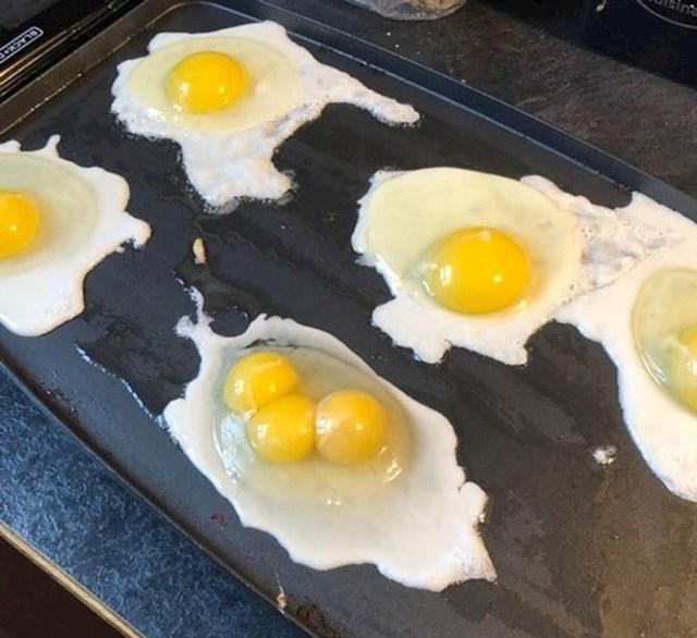 5. Jaje s tri žumanjka.