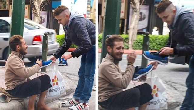 Poklonio je beskućniku par tenisica.