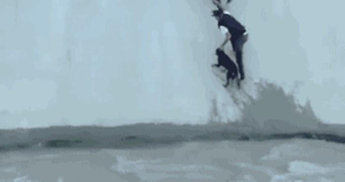 Dirljiv prizor spašavanja ovog psa nikoga ne ostavlja ravnodušnim