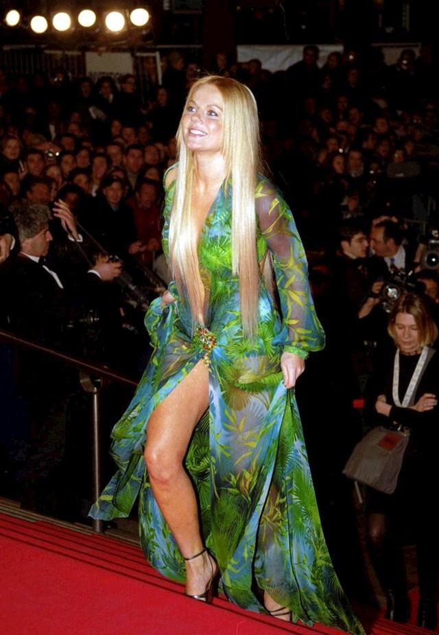 10. Kad smo već kod ove kultne haljine, J.Lo nije prva zvijezda koja ju je odjenula
