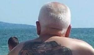 Netko je pored mora primijetio čovjeka s urnebesnom tetovažom, fotka je odmah postala hit
