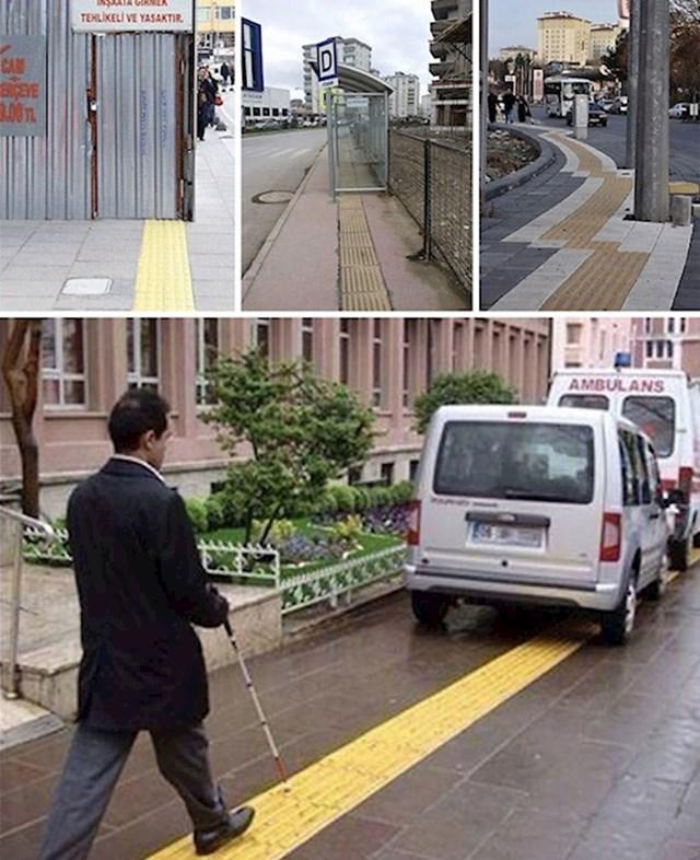 14. Žute trake trebale bi olakšati slijepim osobama kretanje po gradu.