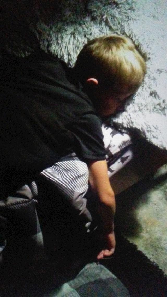 """16. """"Nakon što smo njegov otac i ja prošli kroz gadan razvod, naš sin je patio od depresije. Ovo je on na prvom samostalnom kampiranju, 7 sati udaljen od kuće. Koji uspjeh! """""""