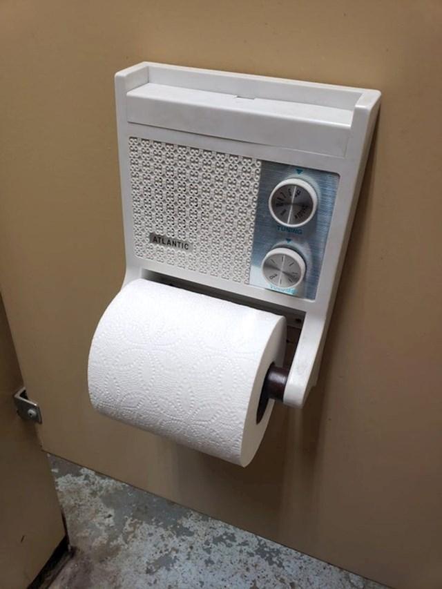 3. Držač sa wc papir s ugrađenim radio prijemnikom