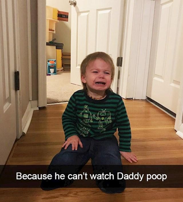 11. Ne smije gledati tatu kako kaka.