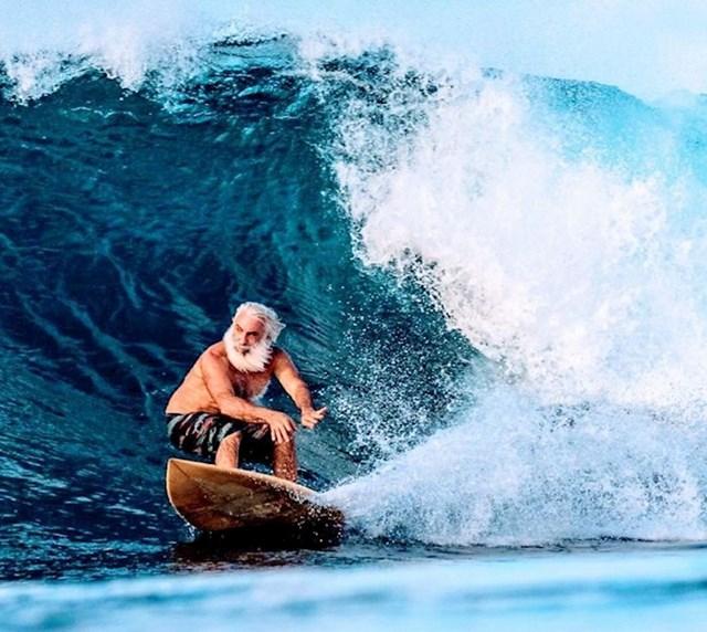 8. Moj 73-godišnji djed surfer...