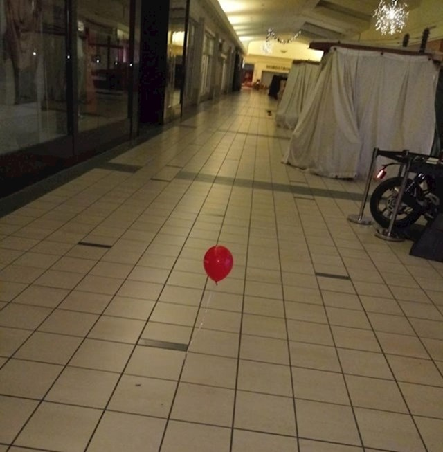12. Radim kao zaštitar shopping centra i ovo je scena koja me zatekla u 4 ujutro...