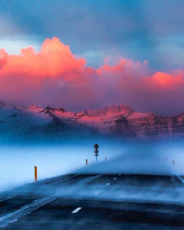 16. Zalazak sunca tijekom snježne oluje