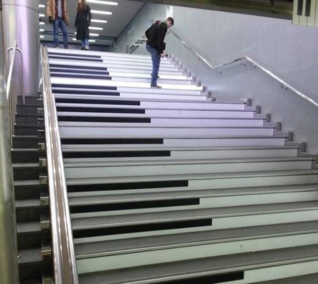 11. Stepenice koje izgledaju kao tipke klavira, čak i proizvode odgovarajuće zvukove. Nalaze se u Dallasu.