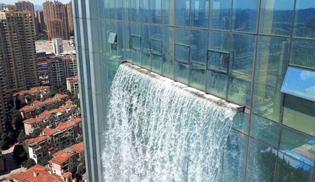 #4 Za pokretanje vodopada potrebne su 4 ogromne pumpe za vodu