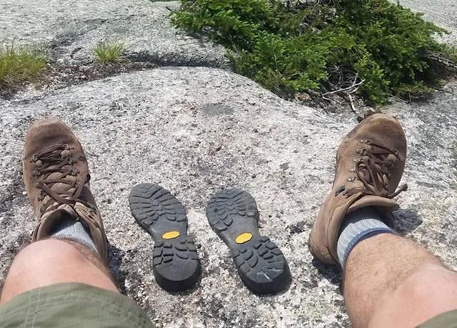 """2. """"Išao sam planinariti i izgleda da su moje čizme jedako izvan forme kao i ja!"""""""