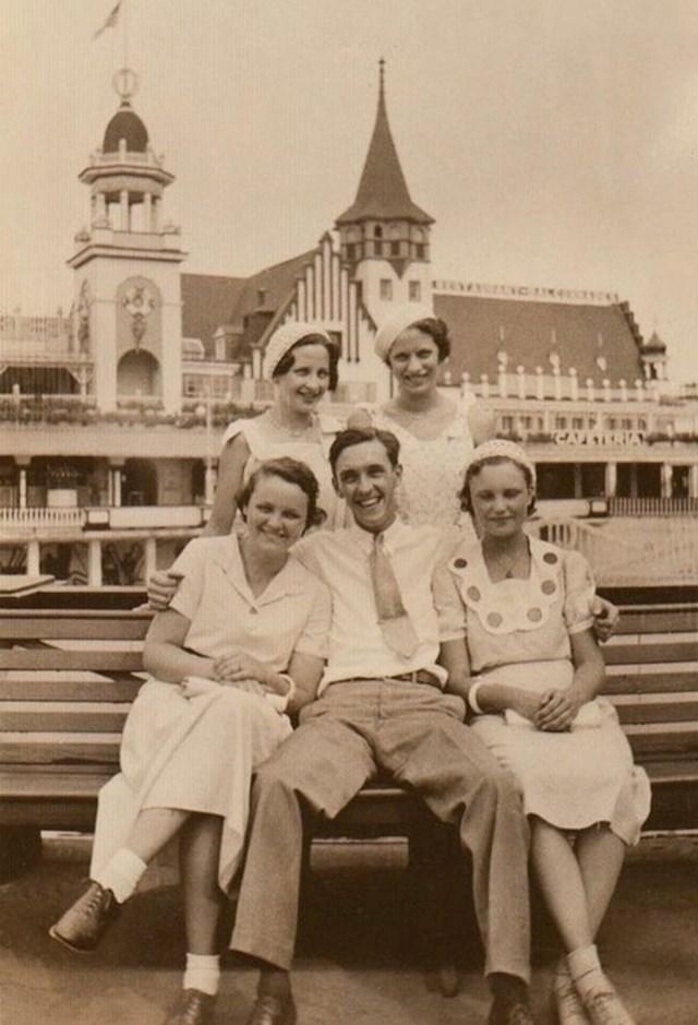 """13. """"Moj djed u dobrom društvu, krajem 1930-ih"""""""