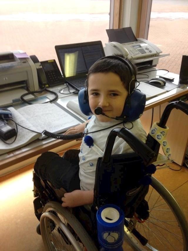 """21. """"Sin mog prijatelja ima bolest krhkih kostiju. Danas se želio odužiti dobrotvornim udruženjima koja su mu pomogla u životu. """""""
