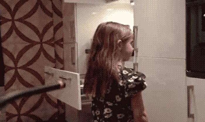 Duhoviti tata pomoću usisavača napravio je frizuru svojoj kćerki