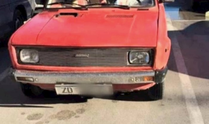 Netko je na parkiralištu u Zadru unutar jednog auta uočio nešto stvarno čudno, morate vidjeti