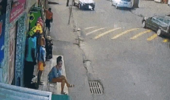 Ostat ćete u šoku kad vidite što je tip napravio da izbjegne ležećeg policajca