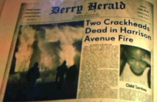 """1. U filmu Ono: Drugo poglavlje, u Mikeovoj bilježnici možemo vidjeti članak o požaru koji je ubio njegove roditelje. U plamenu doslovno piše tko je krivac za požar: """"It""""!"""