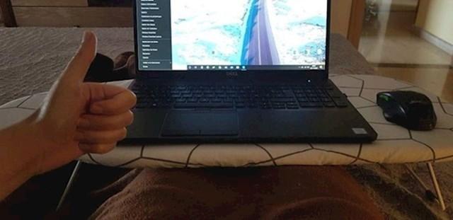 15.Ako želite raditi iz kreveta, a nemate stolić za laptop, možete iskoristiti malenu dasku za peglanje.
