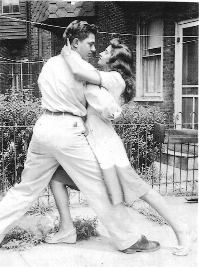 """""""Moji prekrasni baka i djed, 1940-ih."""""""