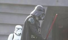 """Klinac je dobro """"sredio"""" ovog lika u kostimu Darth Vadera"""