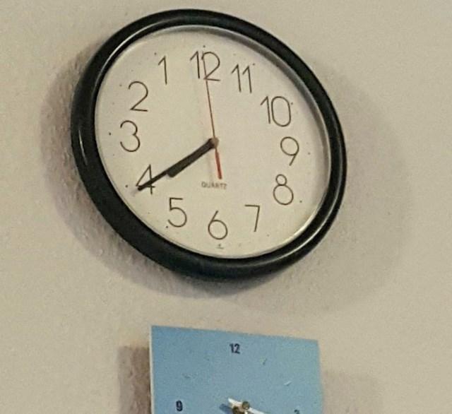 9. Ovaj sat u blagovaoni roditelja mojeg dečka naprosto me izluđuje