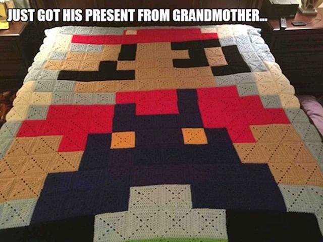 4. Upravo je dobio najbolji poklon od bake...