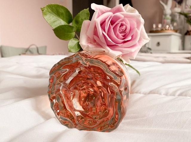 14. Parfem čije dno izgleda poput ruže