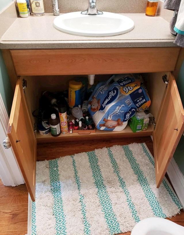 """#22 """"Moj 8-godišnjak svaki put otvori ormarić u kupaoni kad uđe jer se boji da će inače nešto iskočiti iz njega i napasti ga."""""""
