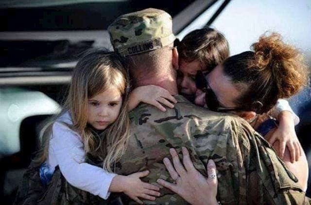 1. Vojnik se oprašta sa svojom obitelji prije odlaska na daleku misiju.