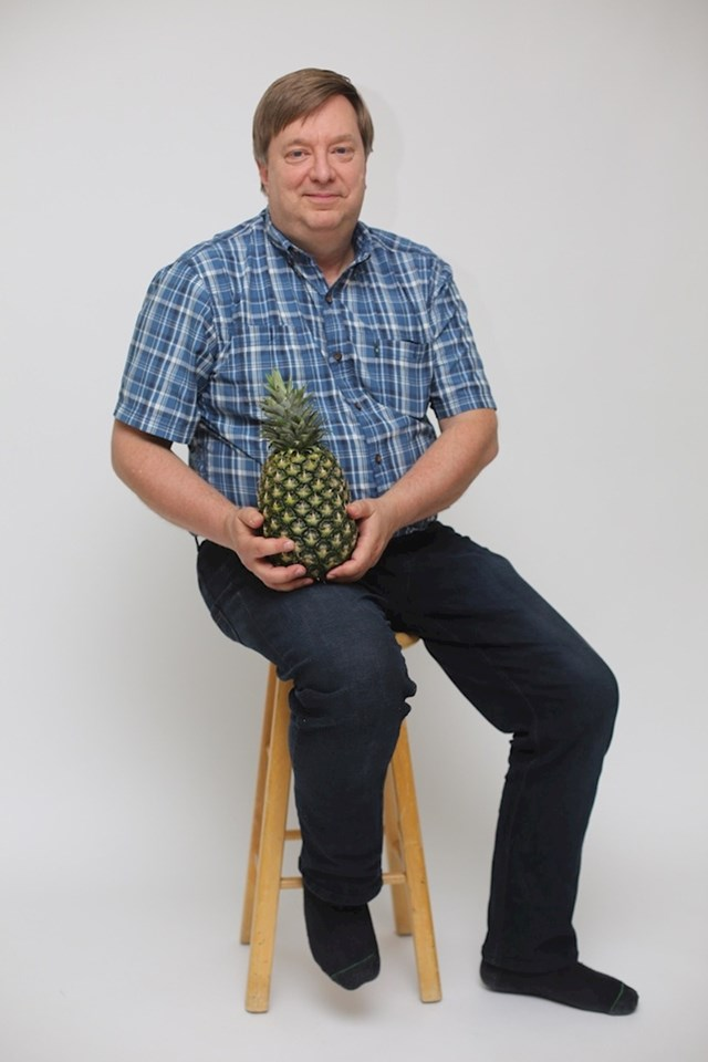 """""""Moj tata cijelu prošlu godinu pokušavao je uzgojiti ananase. Sada je napokon uspio. Pogledajte kako je samo ponosan."""""""