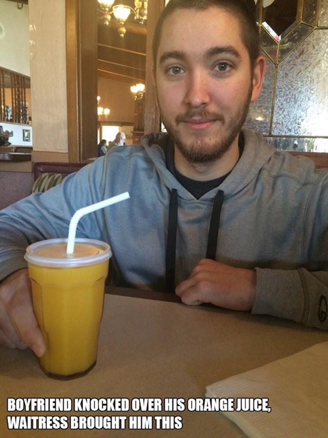 13. Moj dečko prolio je svoj sok od naranče. Konobarica mu je donijela novi u ovome.