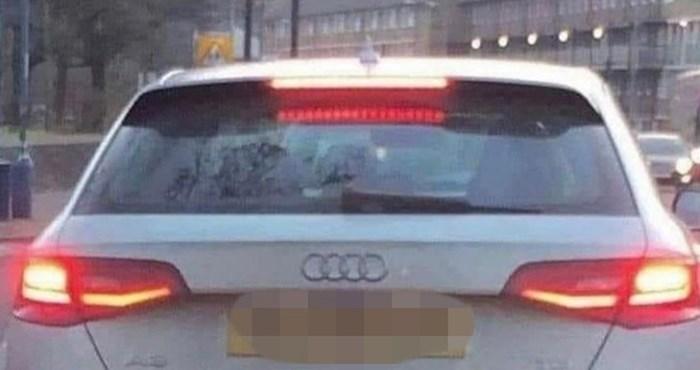 Netko je shvatio da je registracija ovog auta čista matematika i svojim potezom nasmijao tisuće