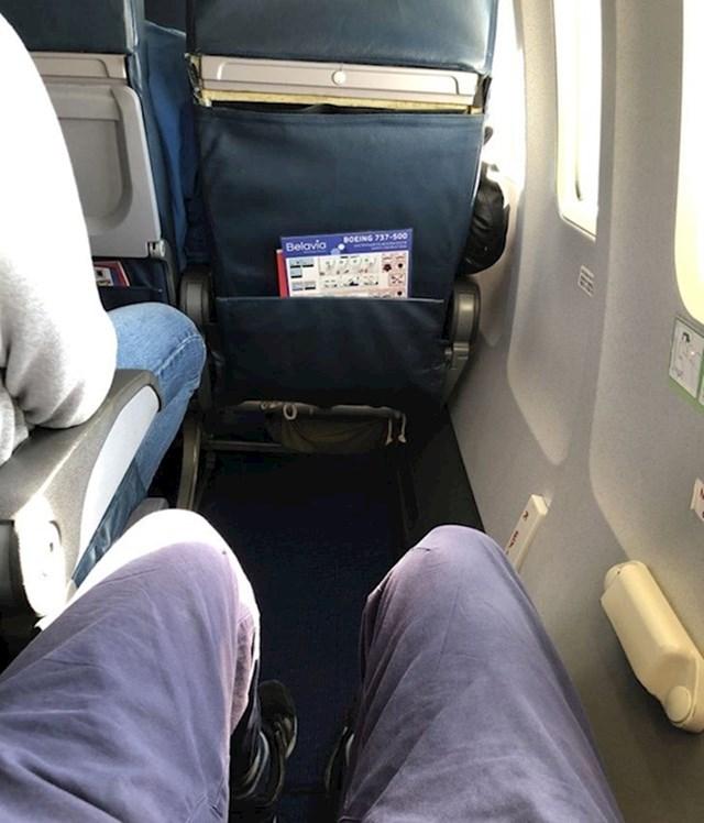 14. Dobio je najbolje mjesto u avionu