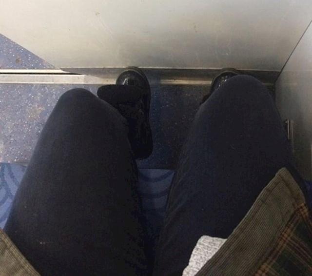 """""""Sjedalo u vlaku koje nitko osim mene ne voli."""""""