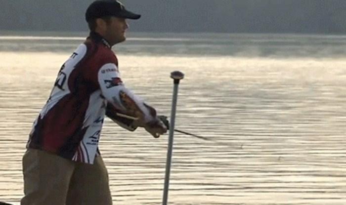 Ribič usred sportskog natjecanja napravio amatersku pogrešku i sve zeznuo