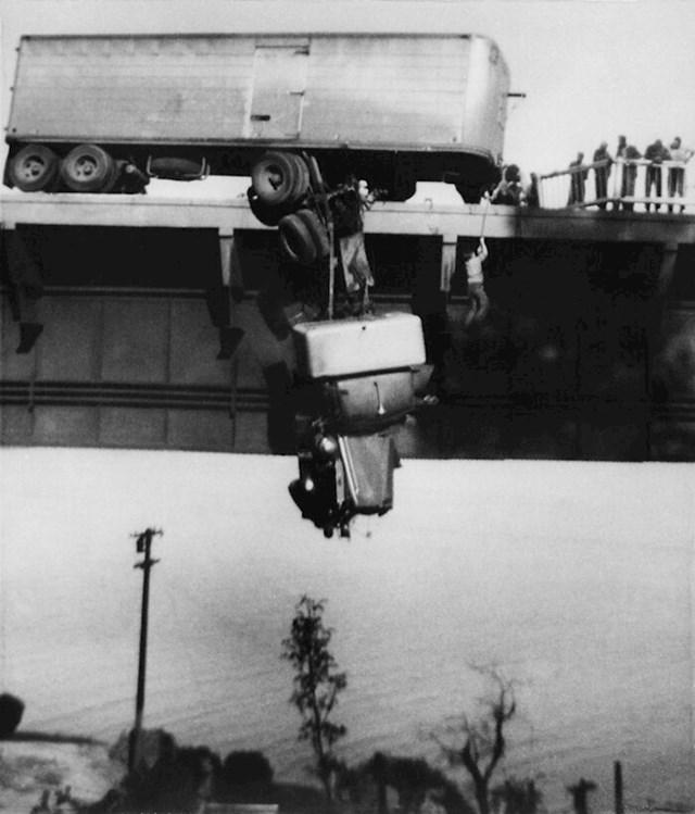 "6. 1954. ""Spašavanje na mostu Pit River."""