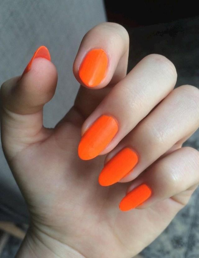3. Narančasta