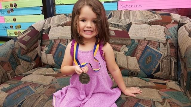 """12. """"Moja je kći zaradila medalju za 1.000 knjiga prije vrtića. U životu je prošla više knjiga nego ja. """""""