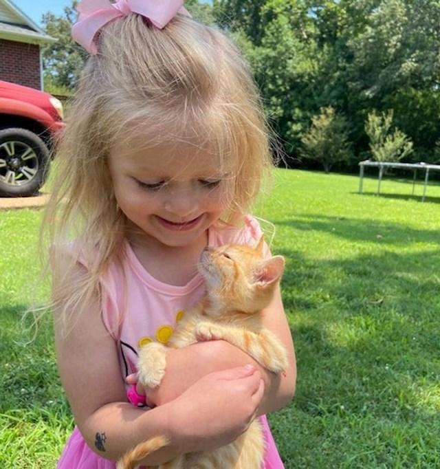 1. Dobila je macu za rođendan i dogodilo se instant prijateljstvo!