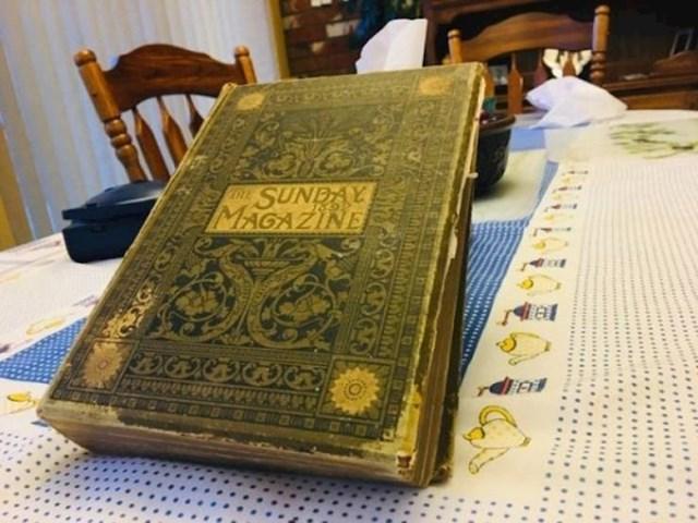 """4. """"Ovu knjigu iz 1892. godine pronašao sam u rupi na zidu u svojem stanu."""""""