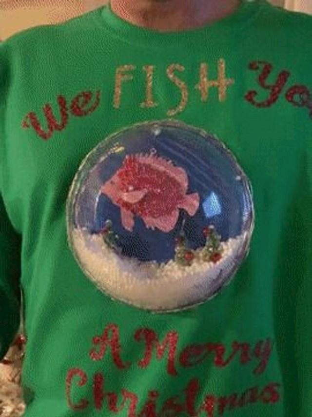 """8. """"Nisam imao ružni džemper koji je bio obavezan dress code na uredskoj zabavi preko Zooma, pa mi je žena sašila ovu grdosiju."""