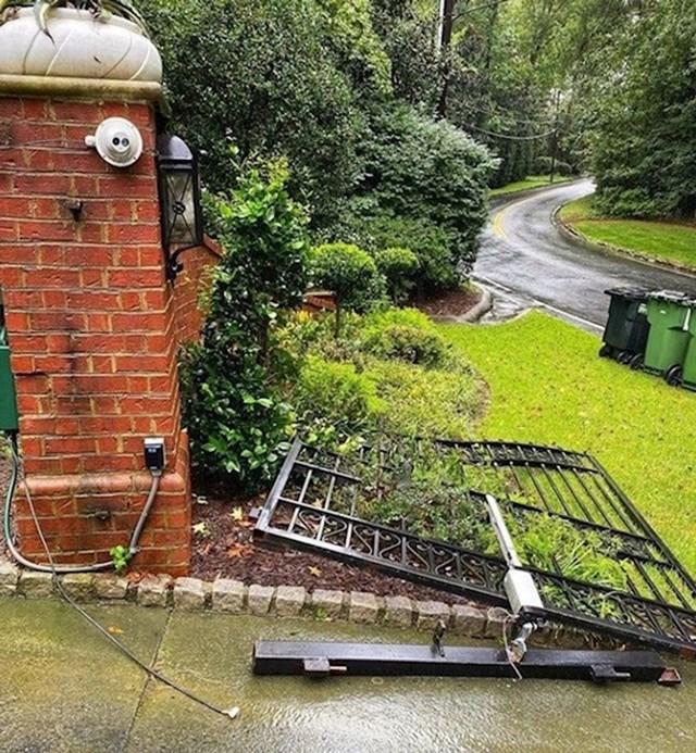 """4. """"Ostali smo bez struje i električna ograda nije se htjela otvoriti, pa sam ju srušio golim rukama."""""""