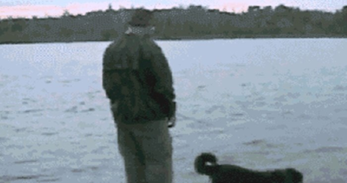 Pokušao je pogurnuti psa da se okupa i tu je pogrešku skupo platio