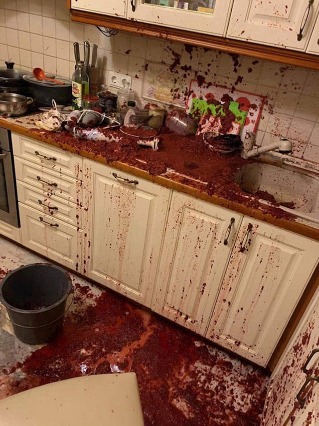 9. Njezin muž pokušao ju je iznenaditi večerom, ali umjesto toga iznenadio ju je neredom.