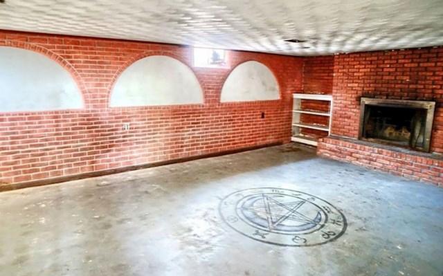 9. Masonska dvorana u podrumu je jedinstvena prilika za kupnju.